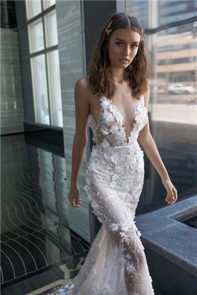 שמלה שקופה צמודה נועזת