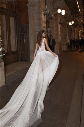 שמלת כלה עם שובל ארוך מאוד