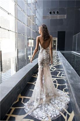 שמלת כלה עם שובל נפרש