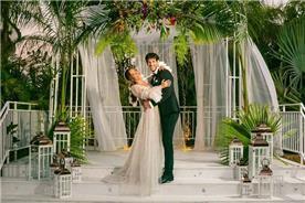 שמלת כלה: שמלה בסגנון רומנטי, שמלה עם תחרה, שמלה עם שובל, שמלה עם שרוולים, שמלה בצבע לבן - דימיטריוס דליה - שמלות כלה