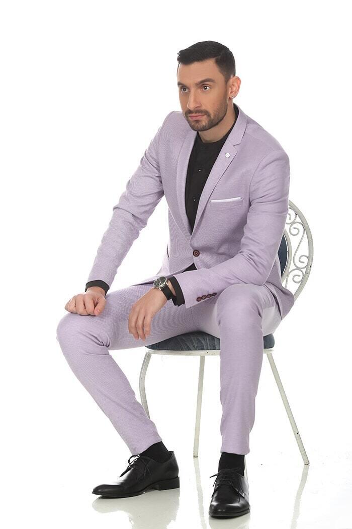 חליפה בצבע לילך