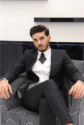 חליפה כהה