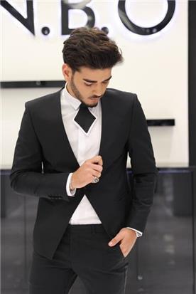 חליפה כהה לחתנים