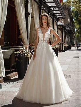 שמלת כלה: שמלה בגזרה נשפכת, שמלה עם כתפיות עבות, שמלה בסגנון רומנטי, שמלה עם תחרה, שמלה עם מחשוף, שמלה בצבע לבן - ROZAN רוזאן