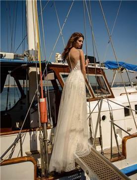 שמלת כלה: שמלה עם כתפיות דקות, שמלה בסגנון רומנטי, שמלה עם תחרה, שמלה עם גב חשוף, שמלה בצבע לבן - ROZAN רוזאן