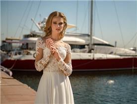שמלת כלה: שמלה עם כתפיות עבות, שמלה בסגנון קלאסי, שמלה עם תחרה, שמלה עם מחשוף, שמלה עם שרוולים, שמלה בצבע לבן - ROZAN רוזאן