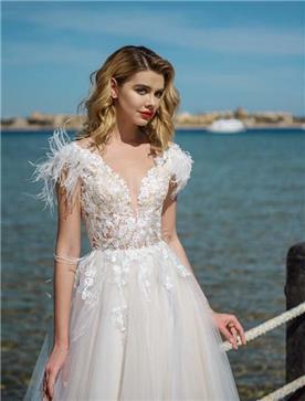 שמלת כלה: שמלה בסגנון רומנטי, שמלה עם תחרה, שמלה עם מחשוף, שמלה בצבע לבן - ROZAN רוזאן