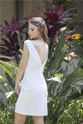 שמלת כלה עם מפתח גב