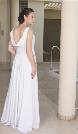 שמלת כלה עם מחשוף גב נחשף