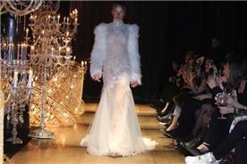 שמלות של קים אקסס