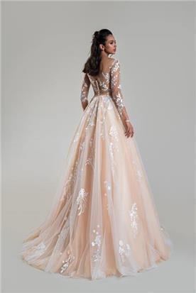 אינה מעצבת שמלות כלה