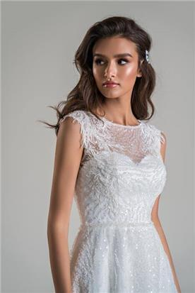 שמלות עם חגורת מותן