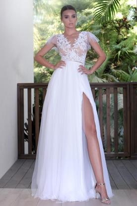 שמלת כלה רומנטית עם שסע