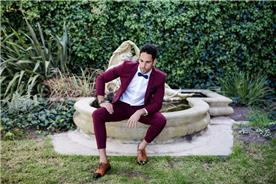 חליפת חתן: חליפה בצבע בורדו, חליפת שני חלקים, חליפה בגזרה ישרה, חליפה בדוגמה חלקה - אופנת אורן