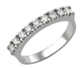 טבעת קלאסית משובצת יהלומים