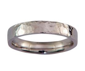 טבעת זהב לבן עדינה רקועה