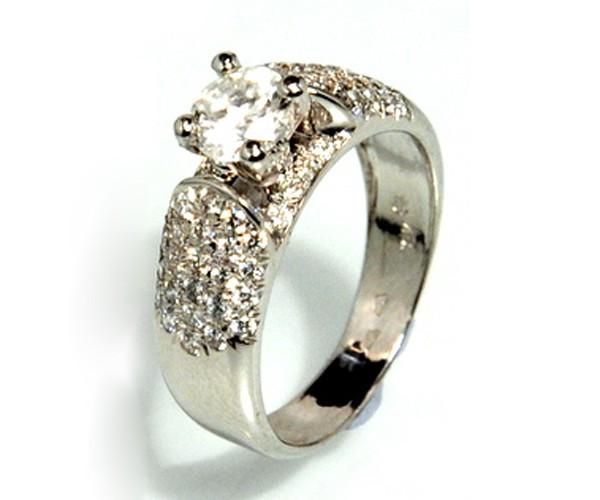 טבעת רחבה משובצת לכלה