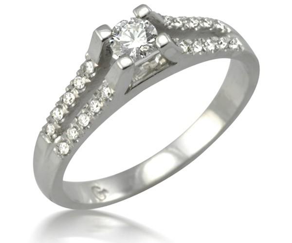 טבעת סוליטייר מעוטרת יהלומים