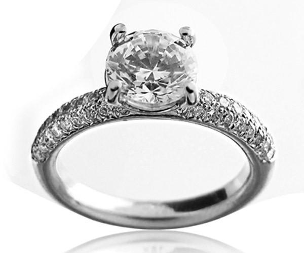 טבעת סוליטייר עם יהלום גדול