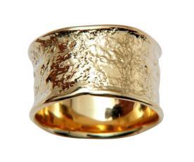 טבעת רחבה עם שוליים גליים