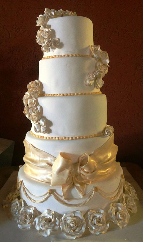 עוגת חתונה עם זילוף פרחים