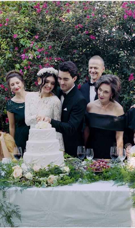 פורסים את עוגת החתונה