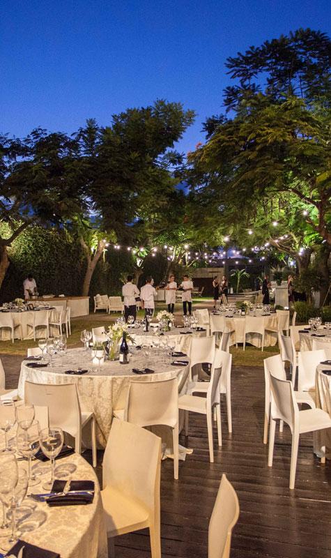 שולחנות ערוכים למסיבת חתונה