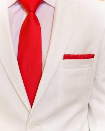 הייתם לובשים חליפת חתן לבנה?