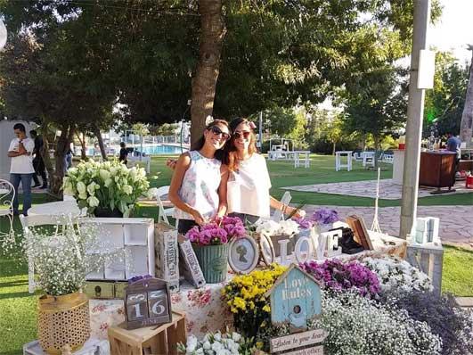שזירת פרחים בגן