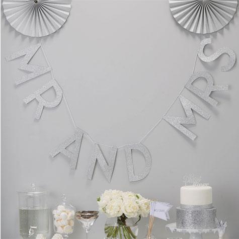 שולחן אווירה בעיצוב סולידי לבן