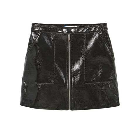 חצאית עור שחורה ומבריקה