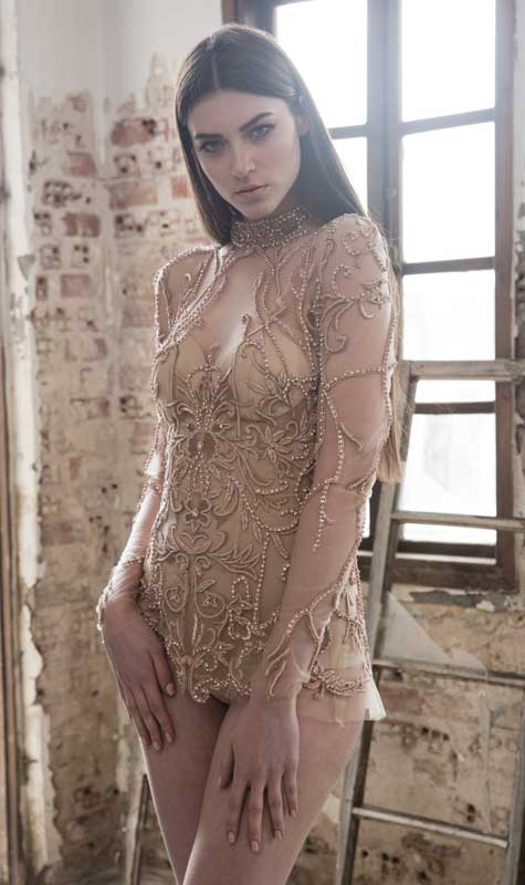 שמלת רשת שקופה בחריזה מוזהבת ועשירה