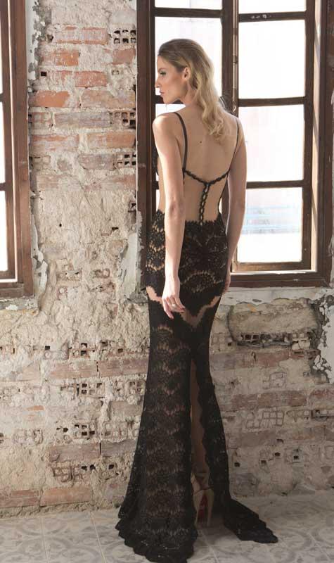 שמלת ערב שחורה עם גב חשוף וטקסטורה
