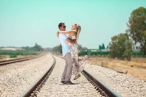 צילומי זוגיות על מסילת הרכבת