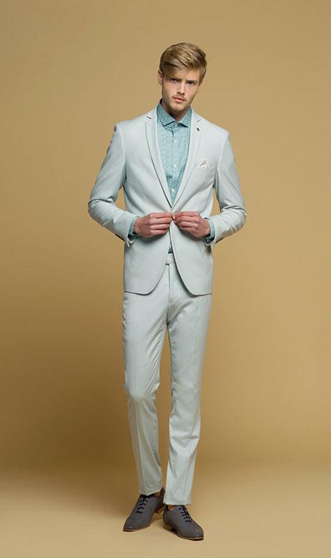 חליפה לבנה