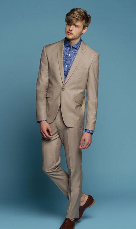 חליפת חתן בגוון חום בהיר