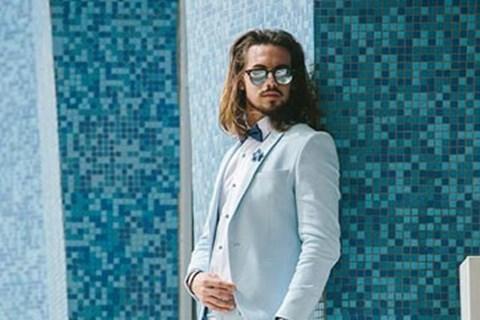 קיץ ירושלמי: חליפות גברים בצבעי תכלת וורוד בייבי, חליפות חתן
