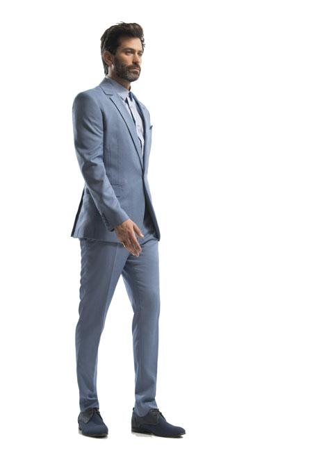חליפת חתן בצבע אפור בהיר בשילוב עניבה
