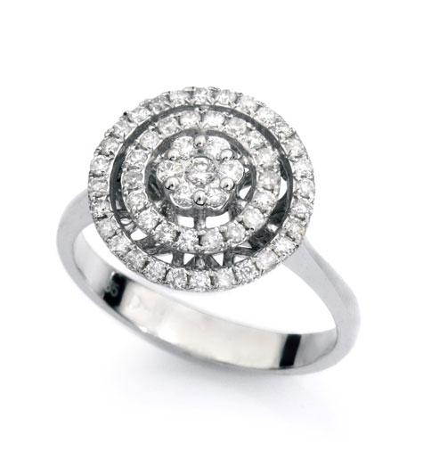 טבעת עם שיבוץ יהלומים קטנות