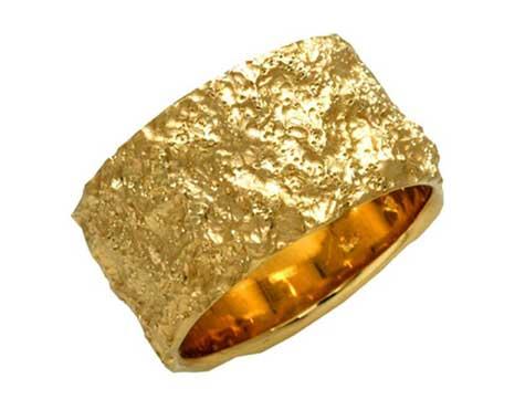 טבעת נישואין מקומטת
