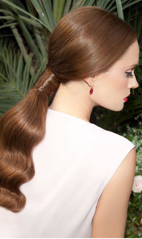 שיער אסוף ברישול מחמיא