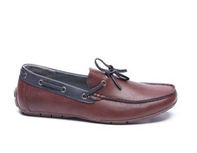 של נעליך מעל רגליך..., נעליים