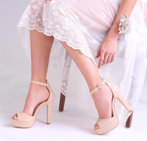 נעלי כלה עם עקבים גבוהים