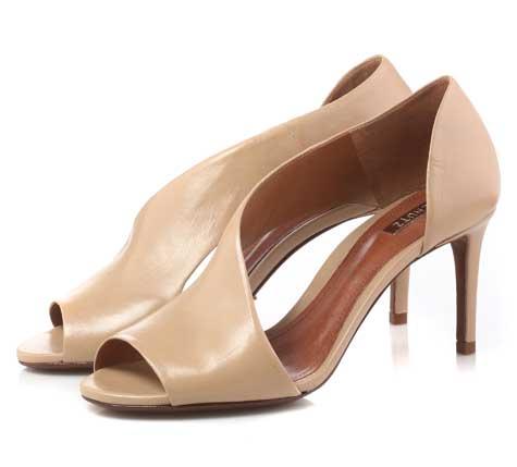 נעליים בצבע טבעי.נעלי SHOEZ  צילום: יוסי מור