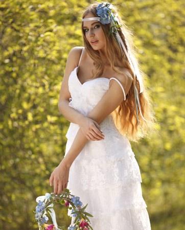 שמלות כלה עם אצילות טבעית ופרקטיות מעוצבת