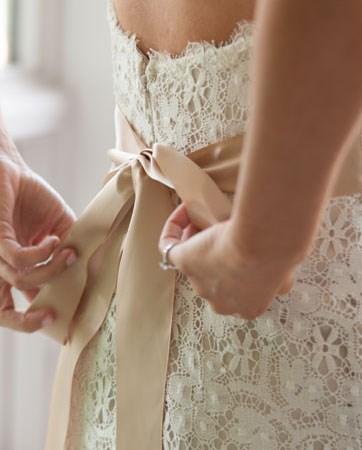 עולם הנסיכות חוזר לאופנה: שמלות כלה נפוחות