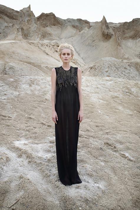 שמלת ערב שחורה ללא שרוולים