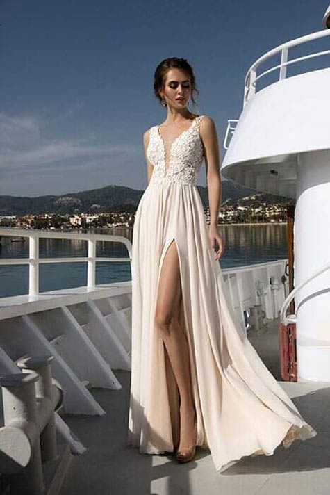 שמלת כלה עם שסע קדמי