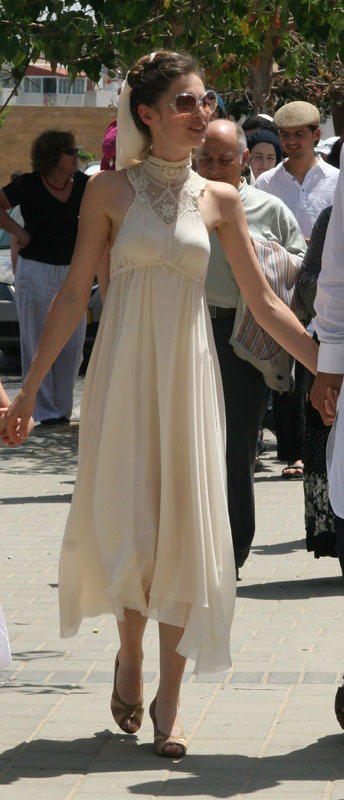 אניה פליט בשמלת הכלולות שלה