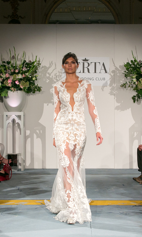 שמלת תחרה בעבודה יד מקולקציית חורף  של ברטה